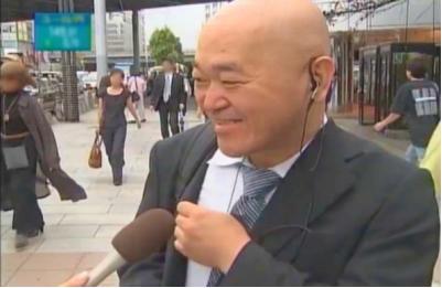 街頭インタビュー中の高橋名人